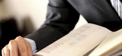 Se il CTU ritarda il deposito della perizia: omissione d'atti d'ufficio?