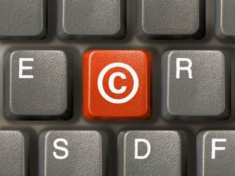 Sito con notizie di altri siti: come non violare il copyright?