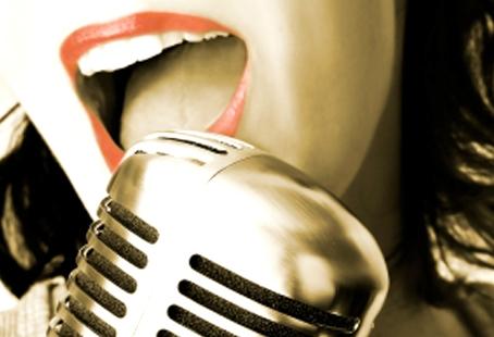 Karaoke: anche l'uso dei testi delle canzoni va autorizzato