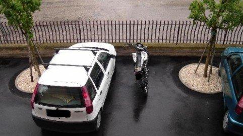 Parcheggio giornaliero sul piazzale: usucapione dello spazio auto?