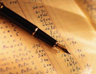 È reato la semplice annotazione in contabilità di fatture false