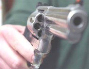 Ferire con la pistola i ladri ancora lontani dall'abitazione è tentato omicidio