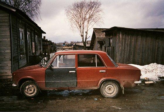 Reato ambientale per chi abbandona l'auto in pessime condizioni