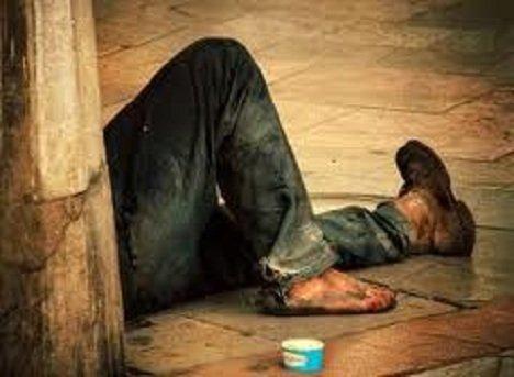 Fotografare mendicanti e disagiati è reato