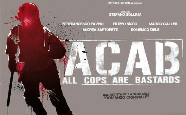 Polizia e manette: proteste ACAB