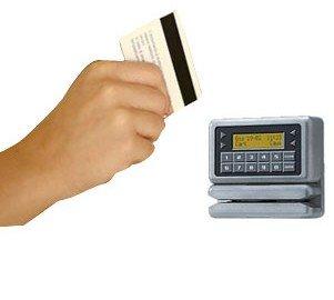 Assenteisti: licenziamento per chi si fa timbrare il cartellino