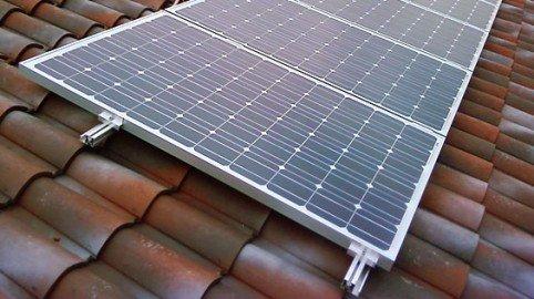 Pannello fotovoltaico sul tetto: legittimo anche col vincolo paesaggistico