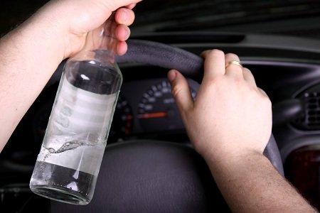 Uso di alcolici: quando è disposta la sospensione della patente?