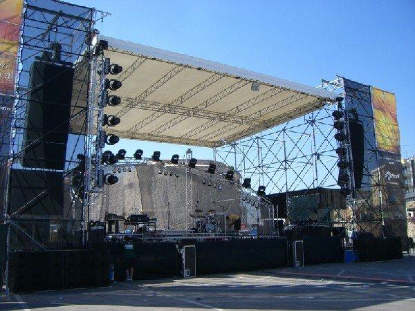 Concerti e sicurezza: responsabilità dei Comuni se il palco crolla