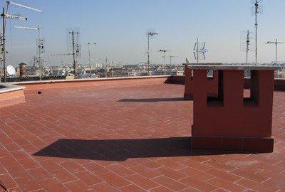 Lastrico solare di un condominio: a chi spettano le spese di riparazione