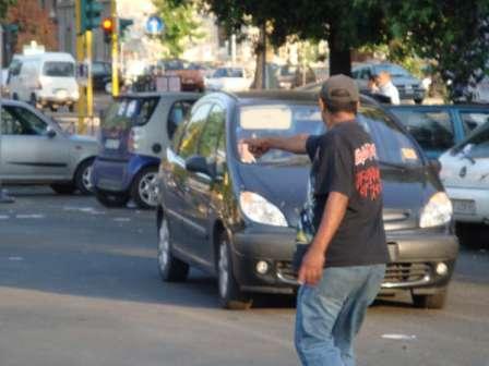 Parcheggiatore abusivo: è estorsione anche per pochi spiccioli