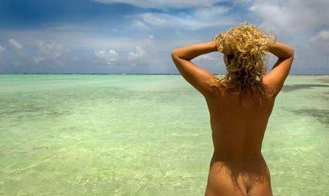 Nudisti su spiagge pubbliche: è ancora turbamento del pubblico pudore
