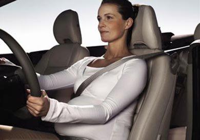 La donna incinta deve portare la cintura di sicurezza?