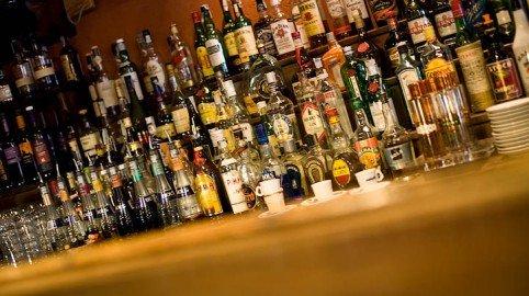 Alcol solo ai maggiorenni
