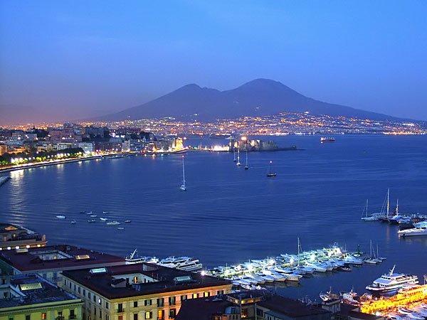 Insulta i tifosi del Napoli Calcio: giornalista sospeso.