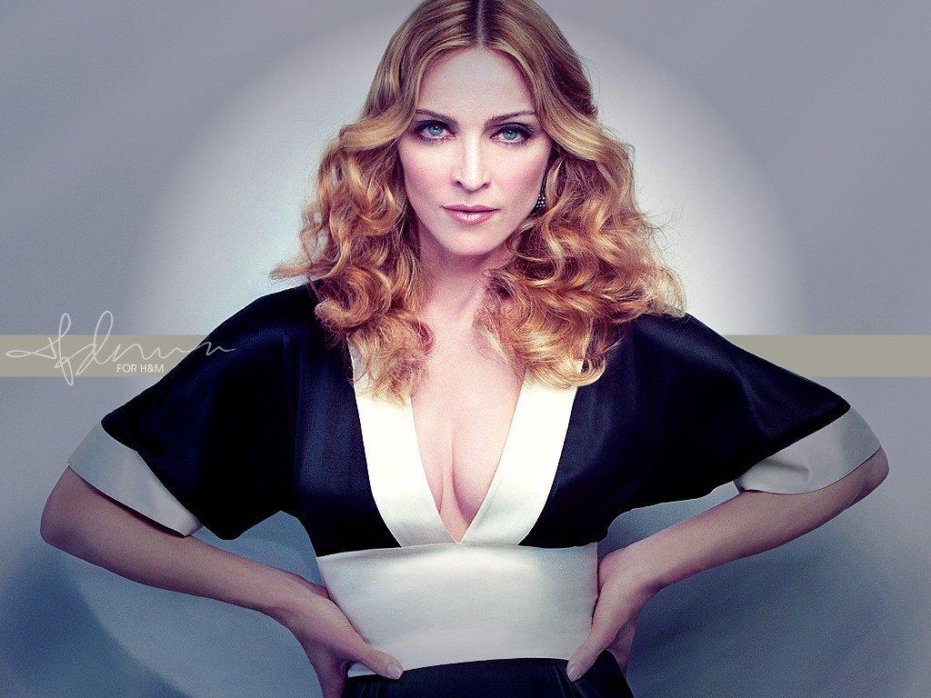 """Madonna: una condanna a 8,3 milioni di euro per """"propaganda gay"""""""
