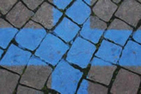 Il contrassegno invalidi paga il parcheggio sulle strisce blu