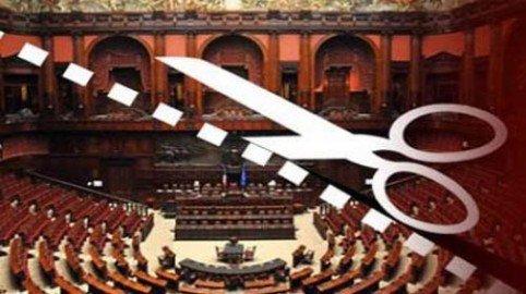 Politici e Regioni: gli stipendi caleranno del 50% entro il 30 novembre