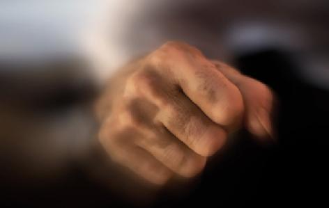 Avvocato venduto e incompetente: la critica non può essere ingiuria