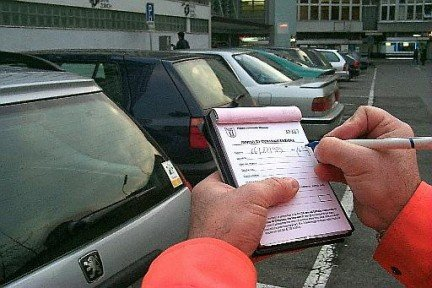 Se il vigile non fa la multa non è responsabile penalmente