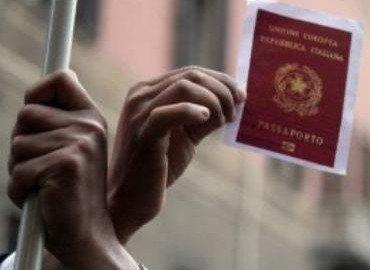 No al permesso di soggiorno per i coniugi lontani senza residenza comune