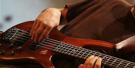 Quando i musicisti suonano gratis: la crisi della musica