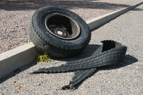 Autostrada: se un pneumatico sulla strada provoca un incidente