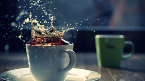 Timbra il cartellino e poi prende il caffè: sanzione al dipendente pubblico