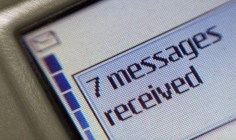 Infedeltà: sì alla prova degli sms dell'amante letti di nascosto sul cellulare