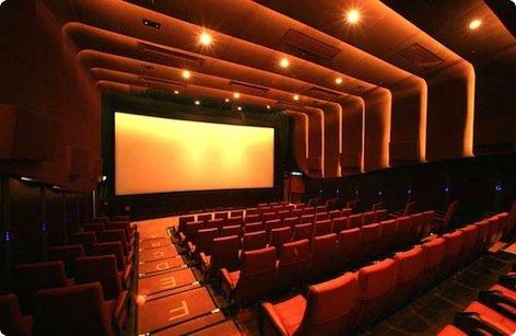 Troppa pubblicità al cinema: scatta il risarcimento per il ritardo
