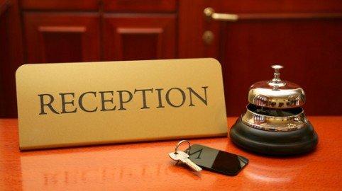 Il cliente dell'hotel va via senza pagare? È reato