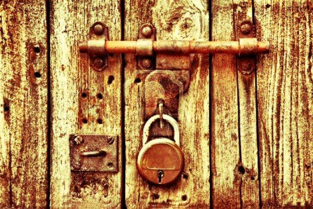 Casa coniugale: vietato sostituire le chiavi in attesa della sentenza