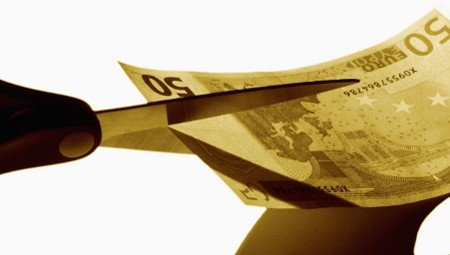 Tagli alla politica: i ministri non avranno più il doppio stipendio