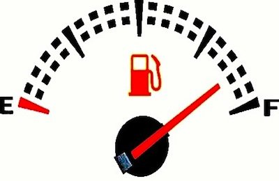 La speculazione dello Stato sulla tassa benzina: perché il pieno costa tanto?