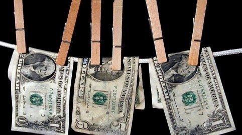 Shopping, utenze e conti correnti nel mirino dell'Anagrafe tributaria: in Italia per ogni 100 euro dichiarati se ne spendono 121
