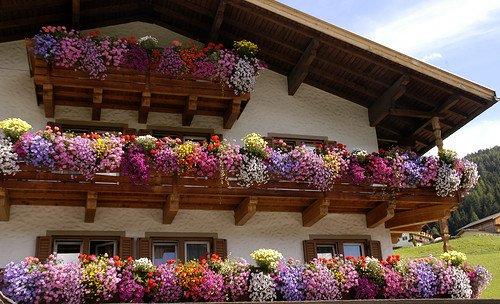 Condominio: i balconi aggettanti sono di proprietà esclusiva
