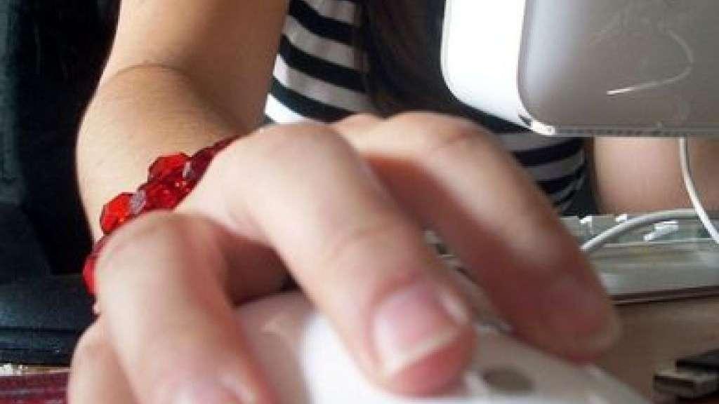 Ricatto e violenza sessuale su internet: anche senza contatto fisico