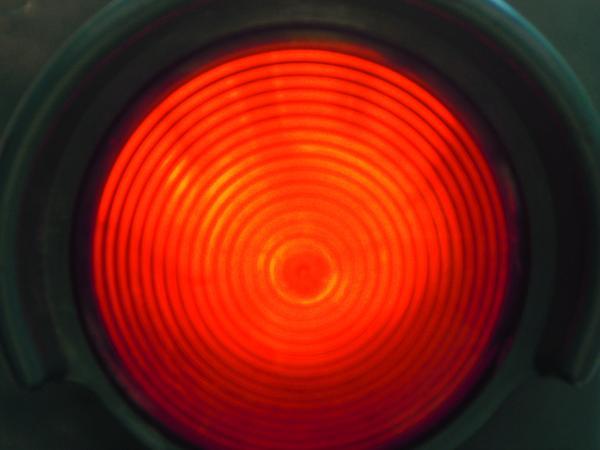 Multa al semaforo valida anche se il giallo dura pochi secondi
