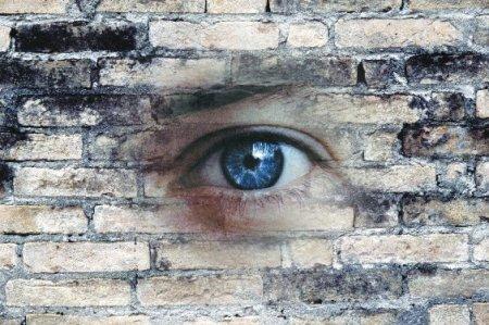 Attenzione a sms ed email: anche se acquisiti in violazione della privacy fanno prova