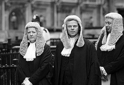 Se un soggetto muore, chi paga il suo avvocato?