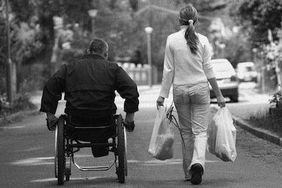 Marito e moglie assistono due disabili: a chi spetta il congedo?