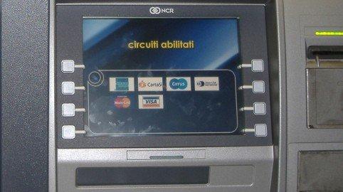 Se lo sportello si mangia il bancomat: la banca risarcisce