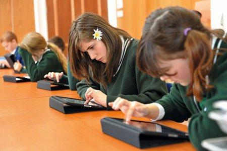 Scuola: libri ed e-book in comodato agli studenti