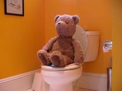 Urinare sul muro di un palazzo: è reato?