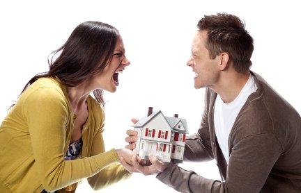 L'intestazione fittizia della casa alla moglie pagata dal marito