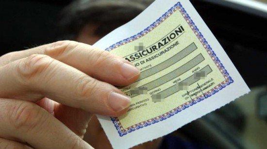 Sì risarcimento se il contrassegno assicurativo è autentico ma il premio non è pagato