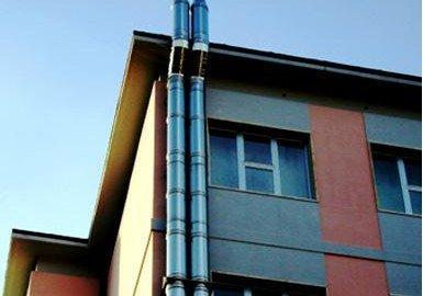 La canna fumaria non danneggia il decoro architettonico