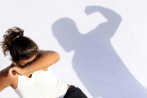 Parla male del marito ai figli: no addebito della separazione, sì mantenimento