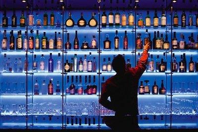 Quando il condominio non può vietare l'apertura del bar