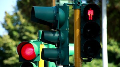 Multa al semaforo: la contestazione immediata non è necessaria
